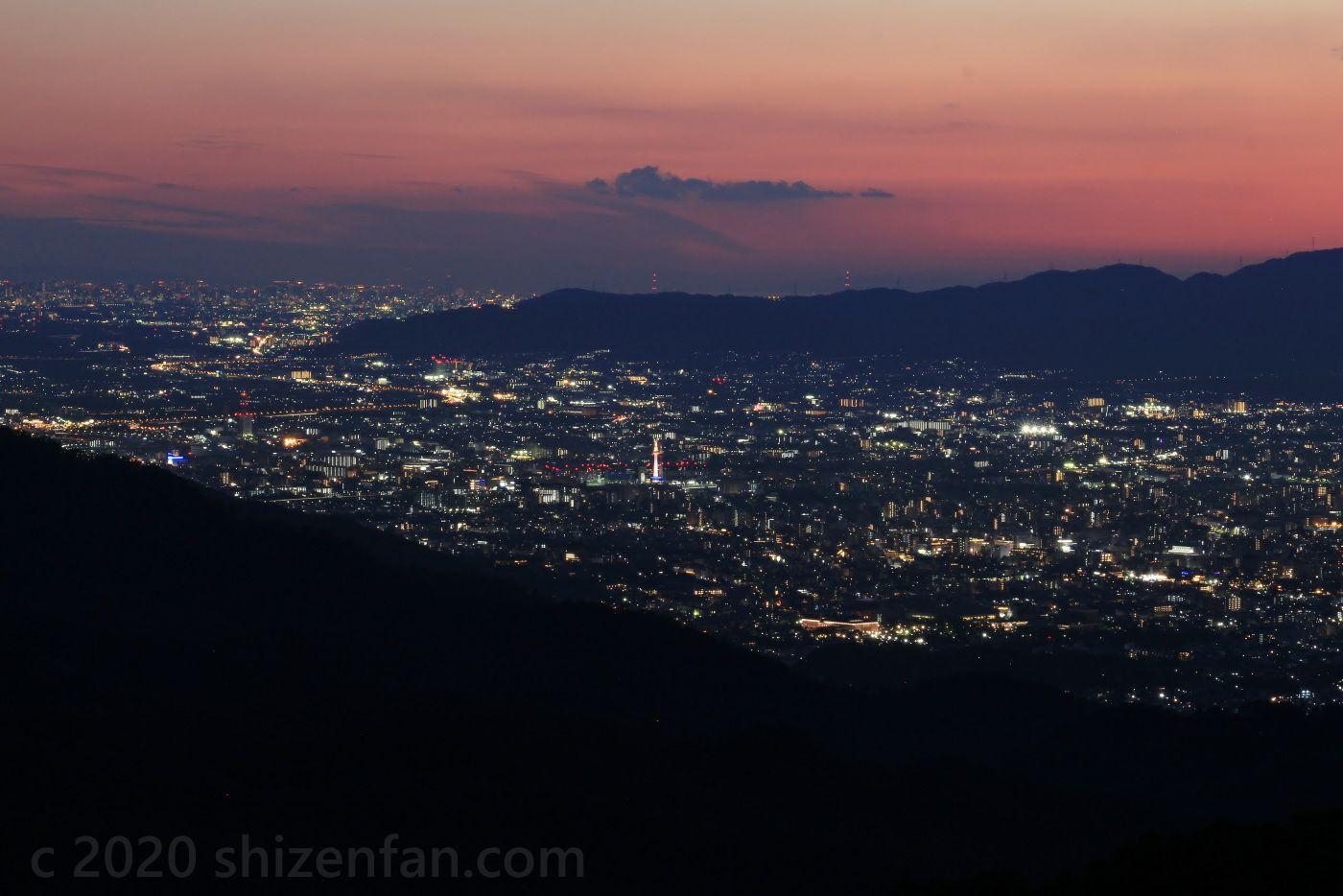 比叡山ドライブウェイ・登仙台駐車場から望むトワイライトタイムの京都盆地・京都タワー