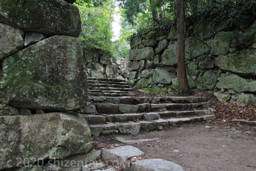 安土城跡の石垣と石段