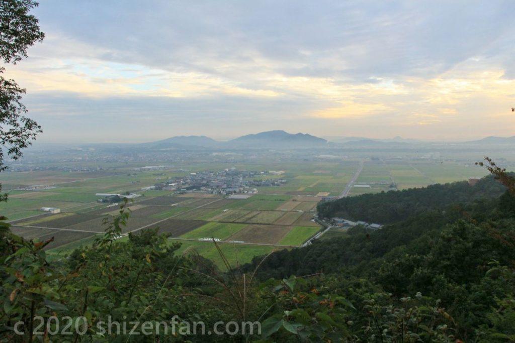 荒神山からの南西方面(猪子山・繖山)の眺望