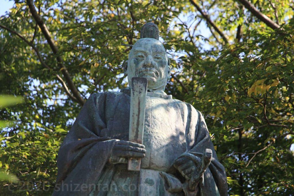 彦根城・井伊直弼の銅像アップ