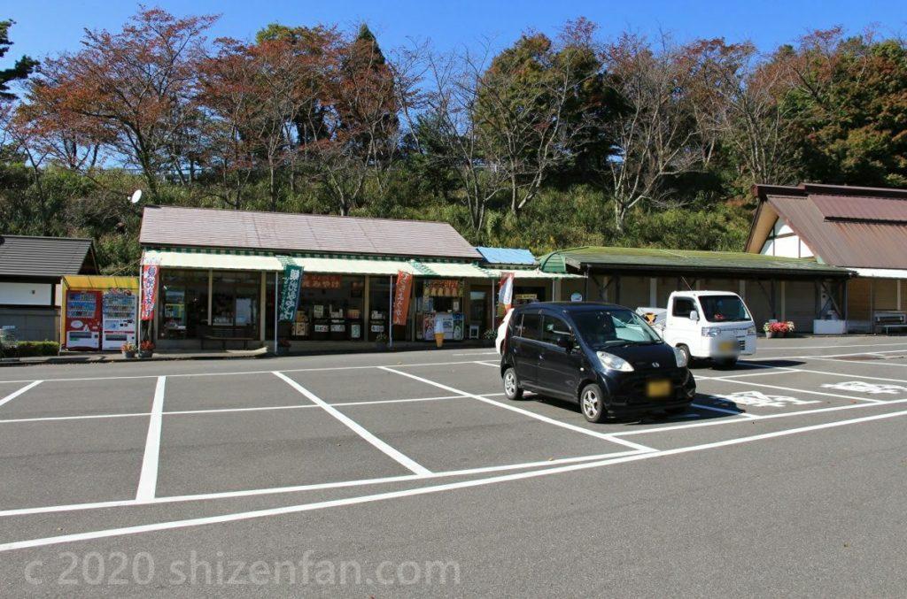 奥琵琶湖パークウェイ・つづら尾崎展望台駐車場と売店