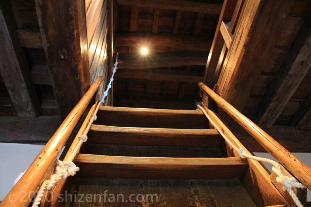 福井県坂井市・丸岡城内部の階段