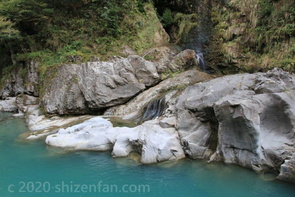 白山手取川ジオパーク・手取峡谷内の岩と滝