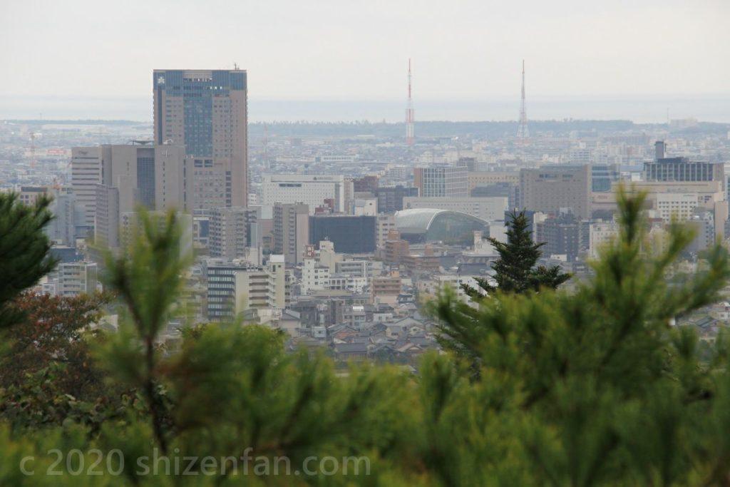 卯辰山・望湖台からの金沢駅周辺の景色