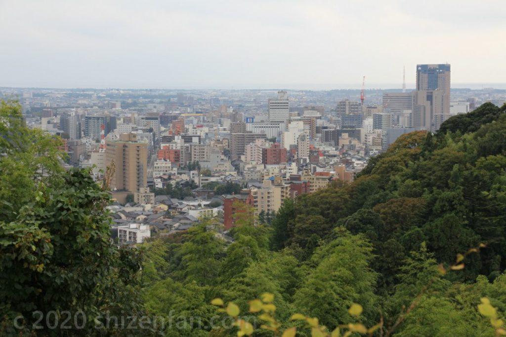 卯辰山見晴らし台からの金沢市街地方面の眺望
