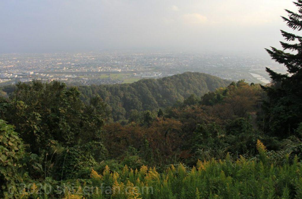 二上山万葉ラインの展望所から望む高岡市内の眺望
