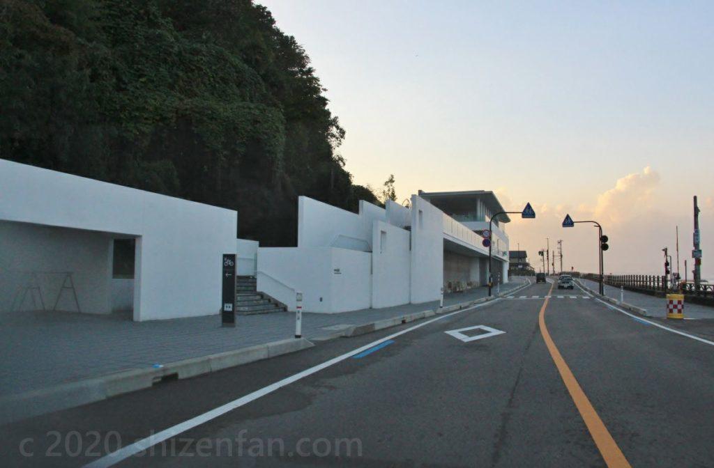 富山県高岡市「道の駅 雨晴(あまはらし)」外観