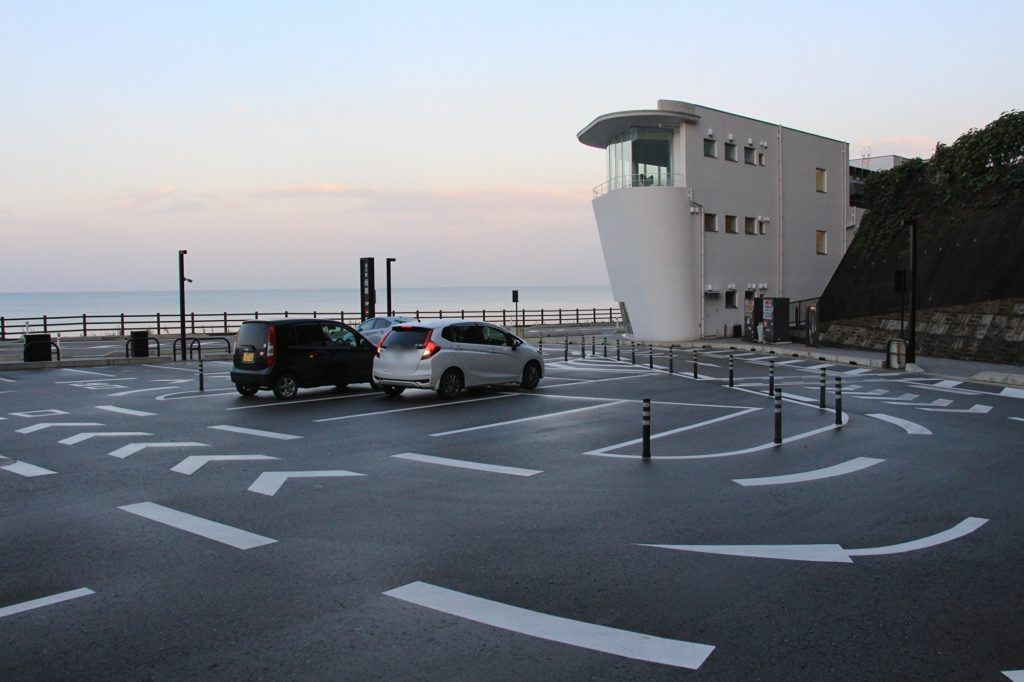 道の駅 雨晴(あまはらし)・西駐車場