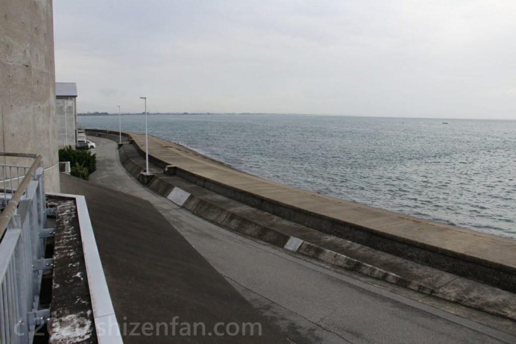 道の駅ウェーブパークなめりかわ展望台から望む富山湾