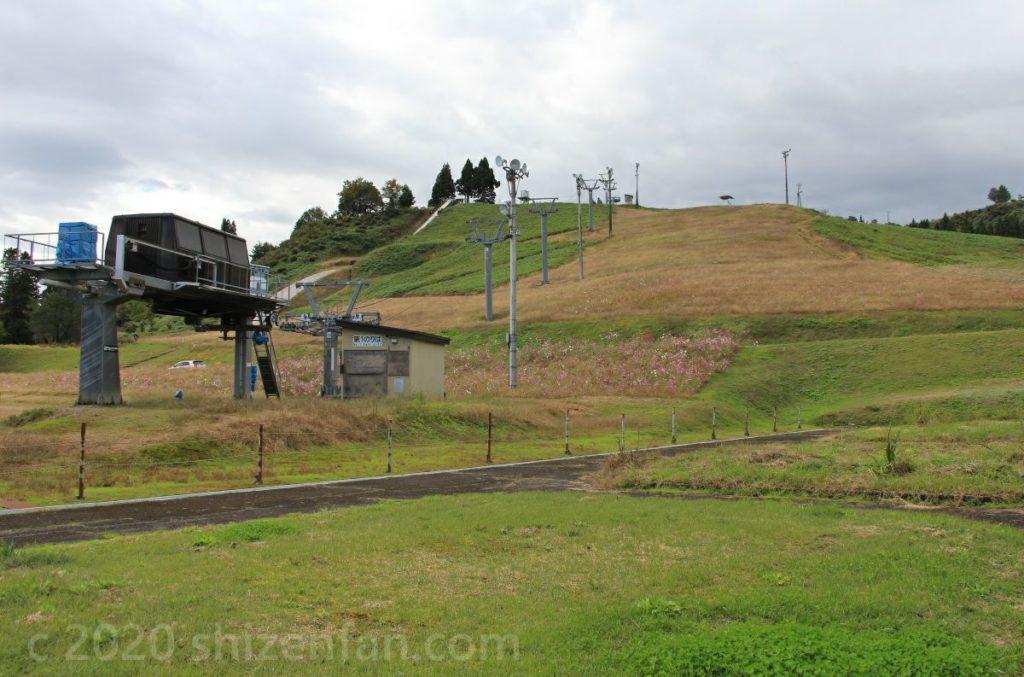 秋の小出スキー場 ゲレンデの様子