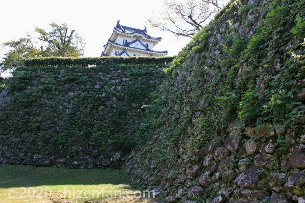宇和島城の石垣と天守