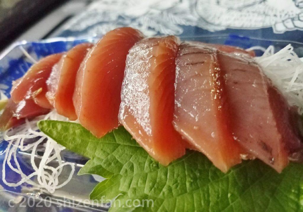 高知県のスーパーで買ったかつおの刺身