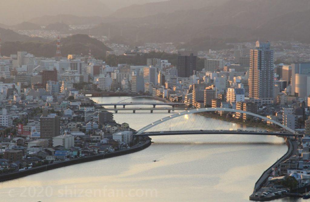五台山展望台から望む鏡川と鏡川大橋