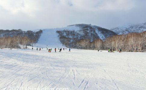 北海道のスキー場の広いゲレンデ