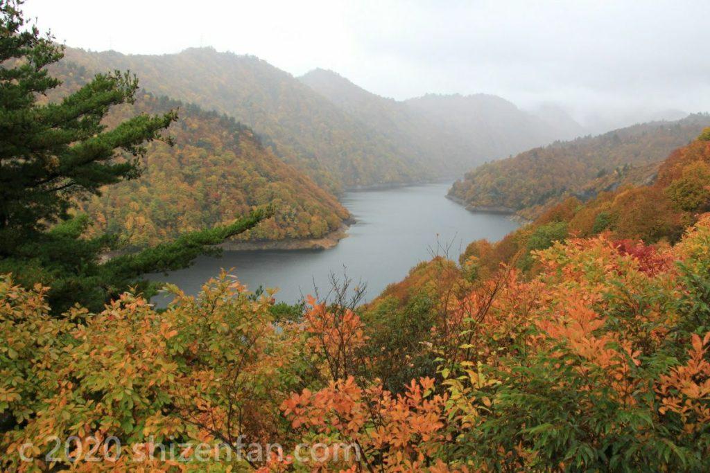 紅葉と奥只見湖
