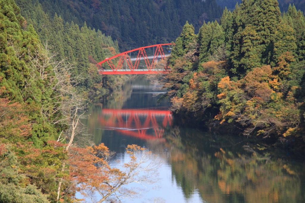 高清水橋から見える赤い橋