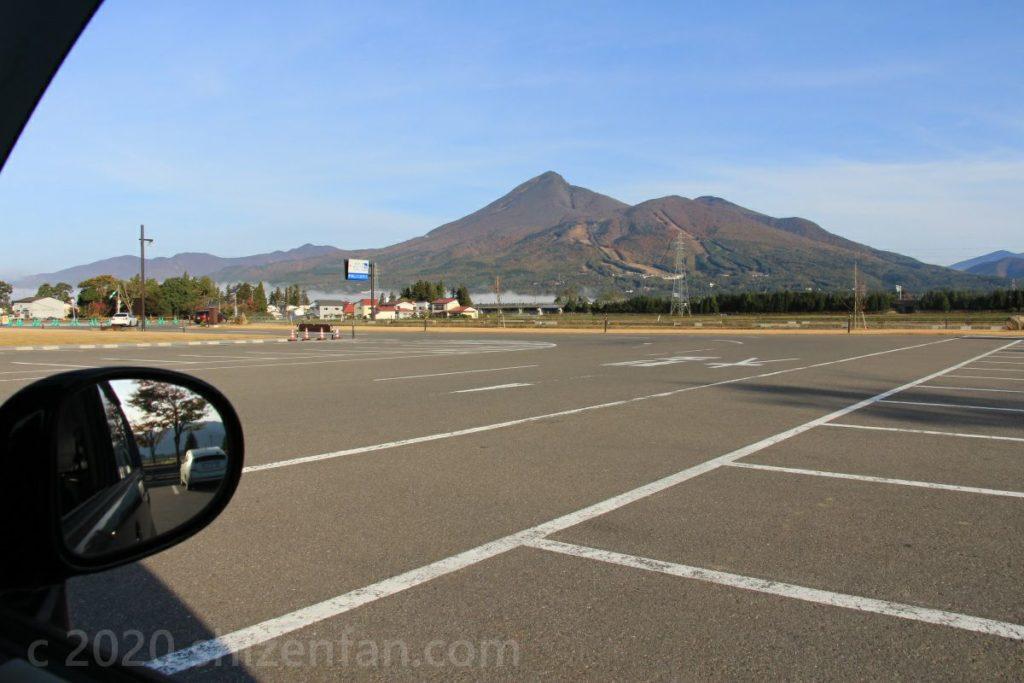 道の駅猪苗代の駐車場からの磐梯山全景