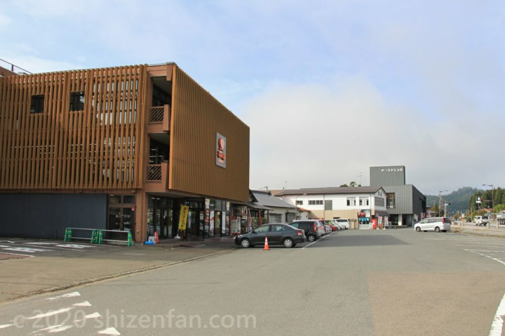 河京ラーメン館猪苗代店外観と駐車場