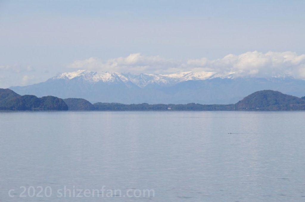 舟津浜より望む猪苗代湖越しの飯豊連峰