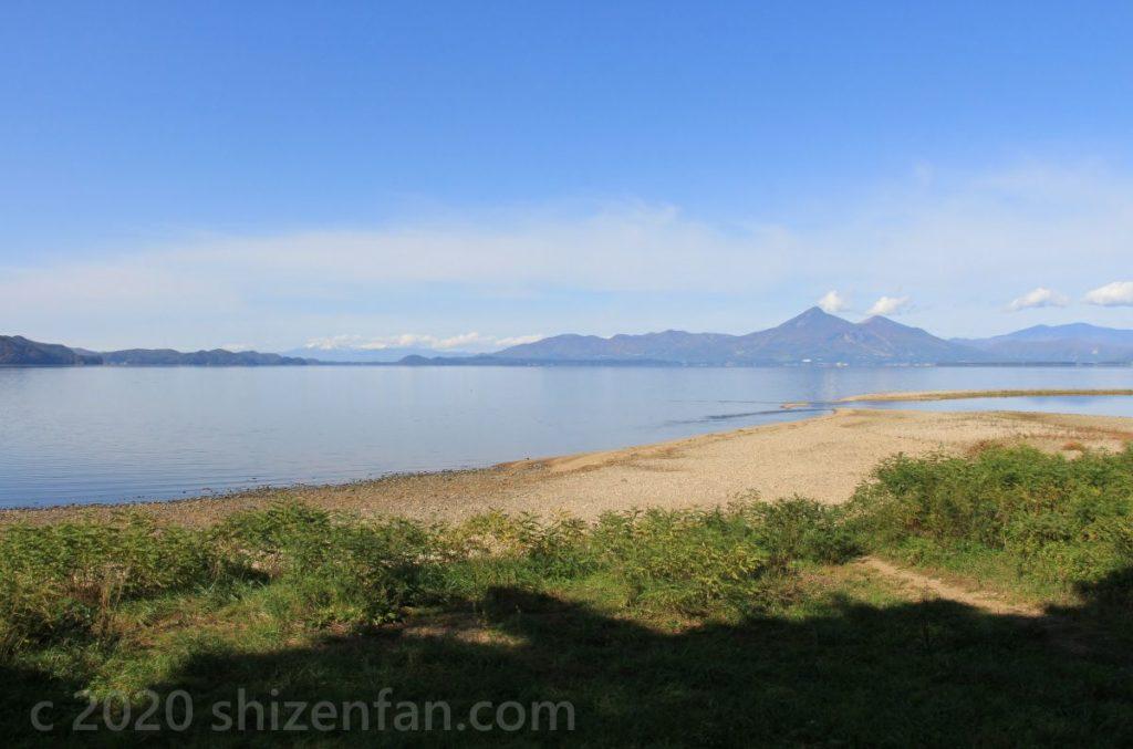 舟津浜からの猪苗代湖の風景