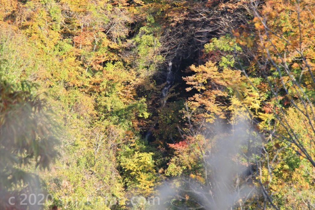 磐梯山ゴールドライン 秋の滑滝遠景
