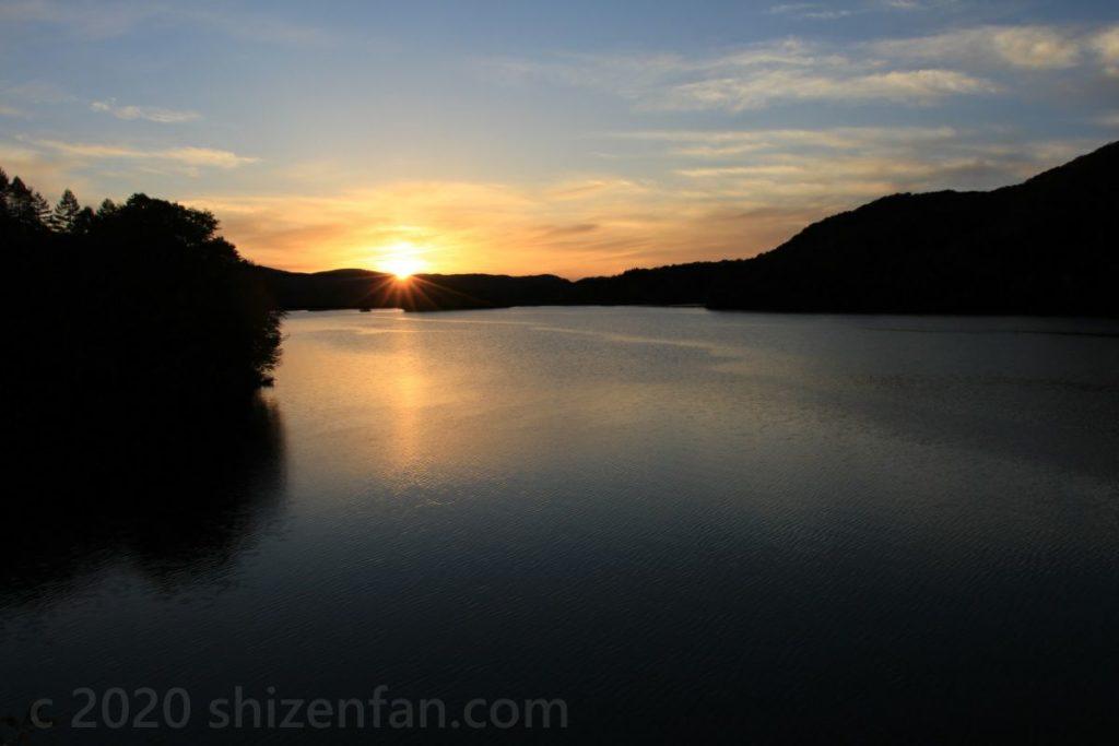 裏磐梯・小野川湖と夕日