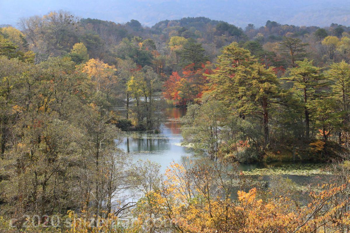 紅葉期の裏磐梯・中瀬沼