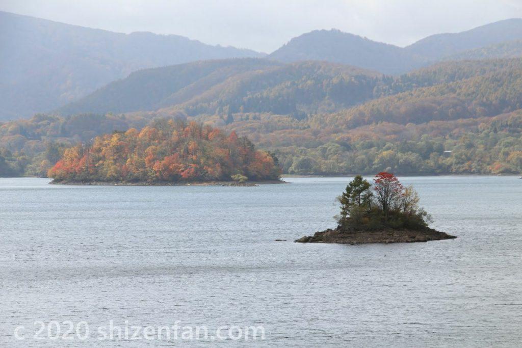 裏磐梯・桧原湖上の小島