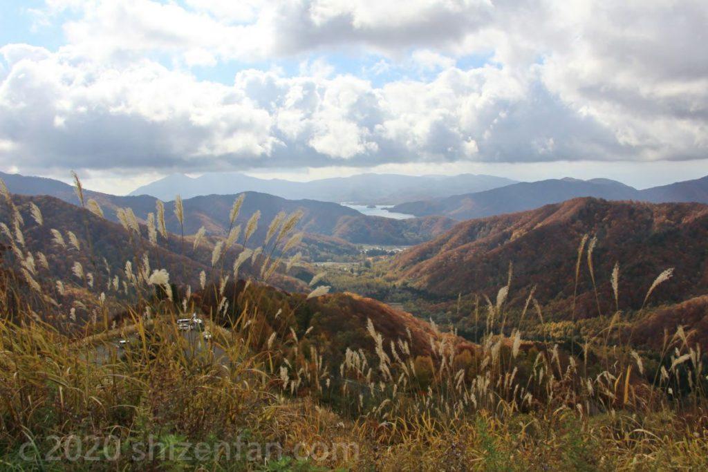 西吾妻スカイバレー・東鉢山七曲りからの秋の風景