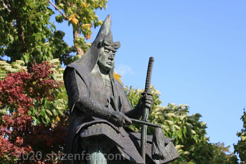 米沢城址・上杉神社内 上杉謙信の像