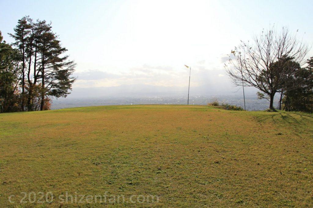 南陽スカイパークの芝生