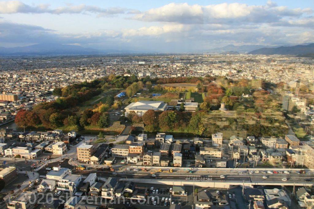 霞城セントラル展望ロビーから見下ろす山形市内