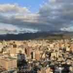 霞城セントラル展望ロビーから望む山形市内と山々