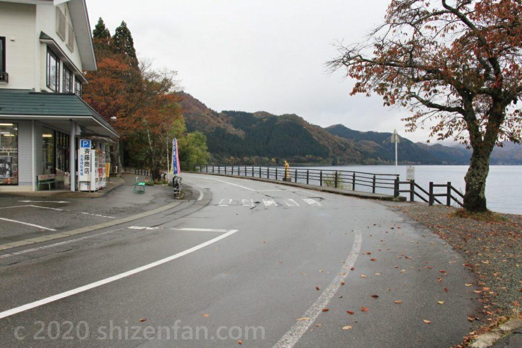 田沢湖・たつこ像横の道路