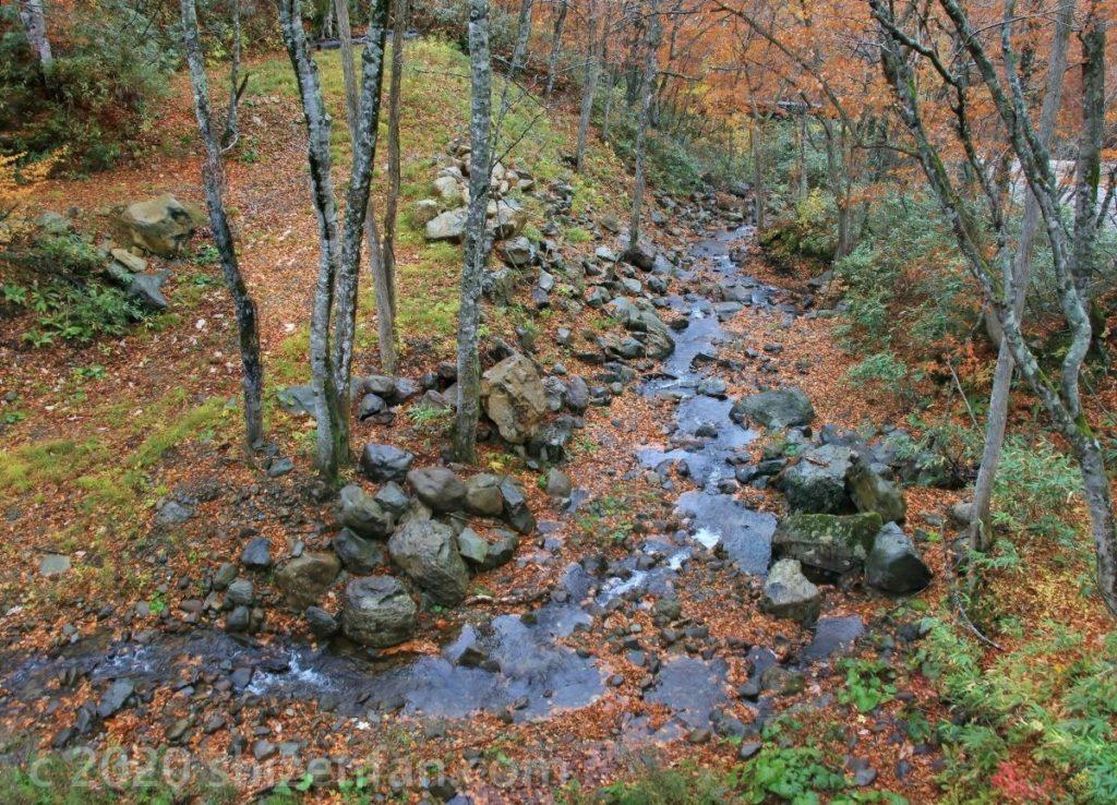 乳頭温泉郷を流れる川