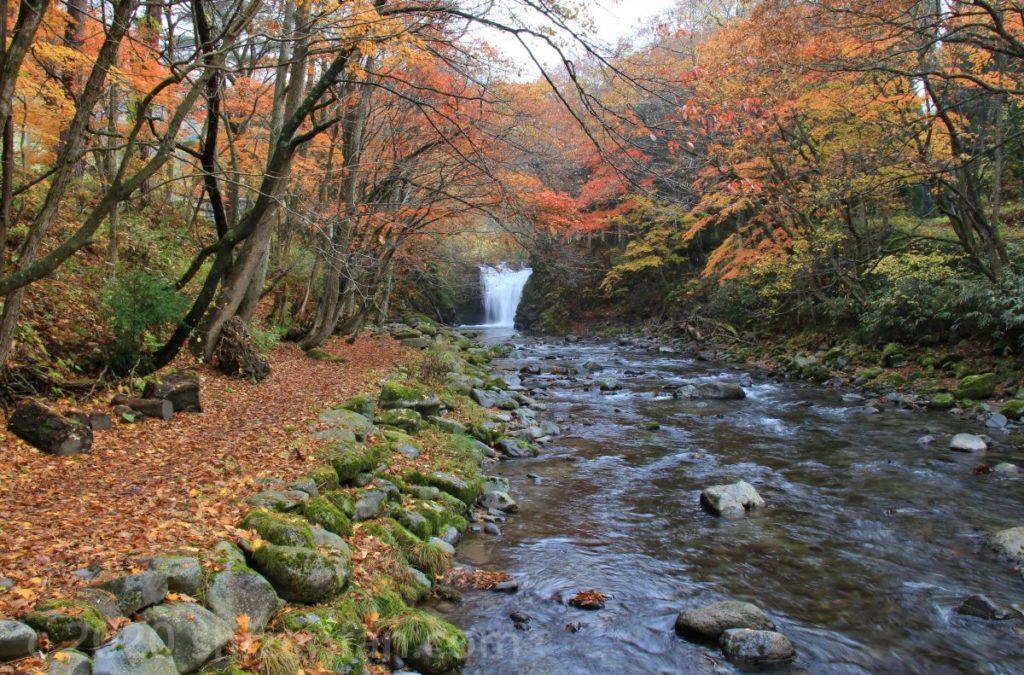 秋の鹿角市大湯止滝
