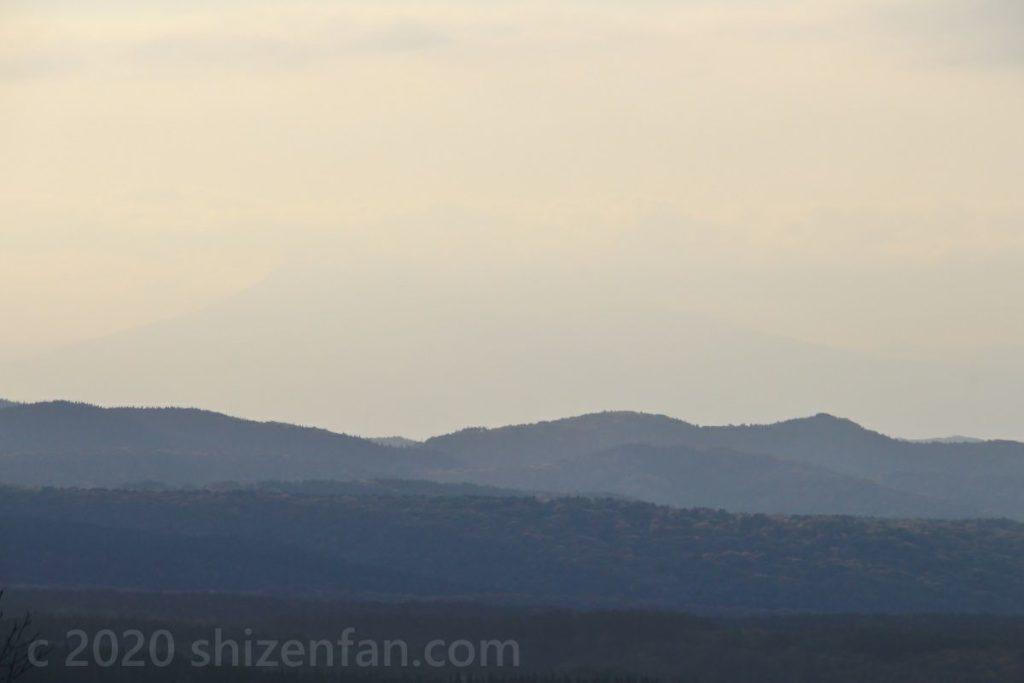 岩木山展望所(青森市)からうっすら見える岩木山の山影