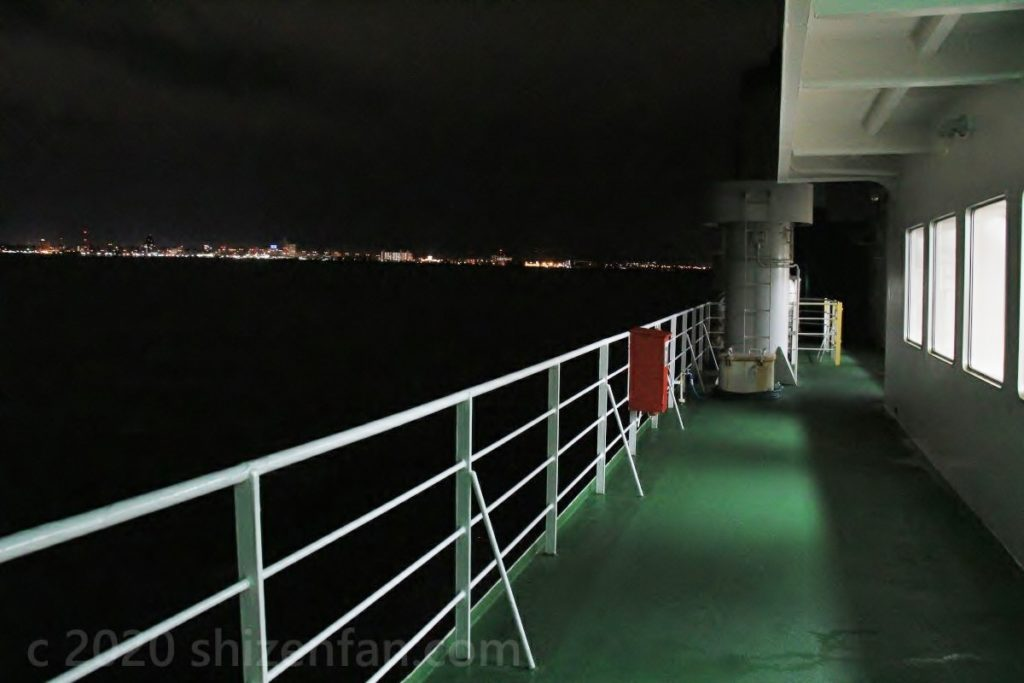 青函フェリー甲板デッキと青森の夜景