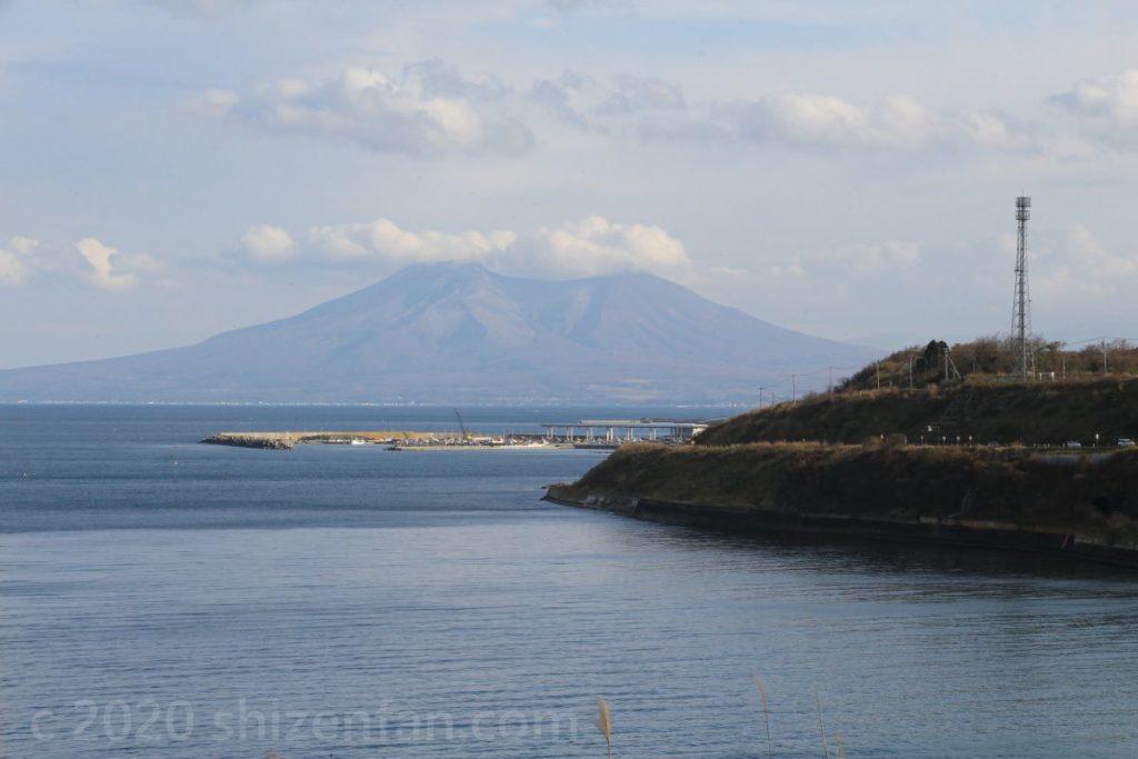 海越しの北海道駒ヶ岳