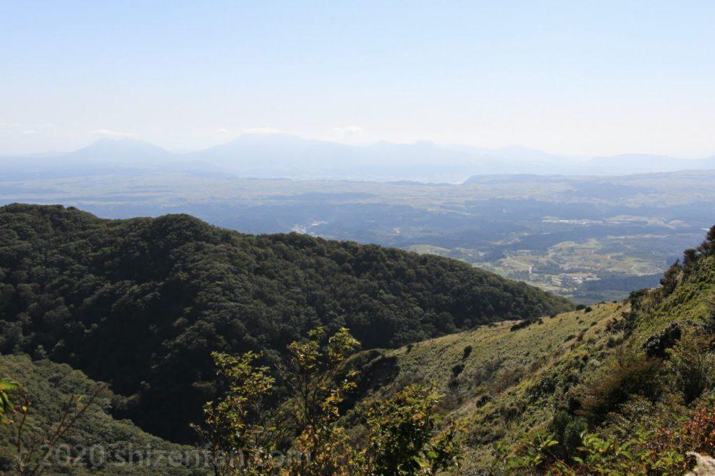 くじゅう牧ノ戸峠から望む阿蘇の山々
