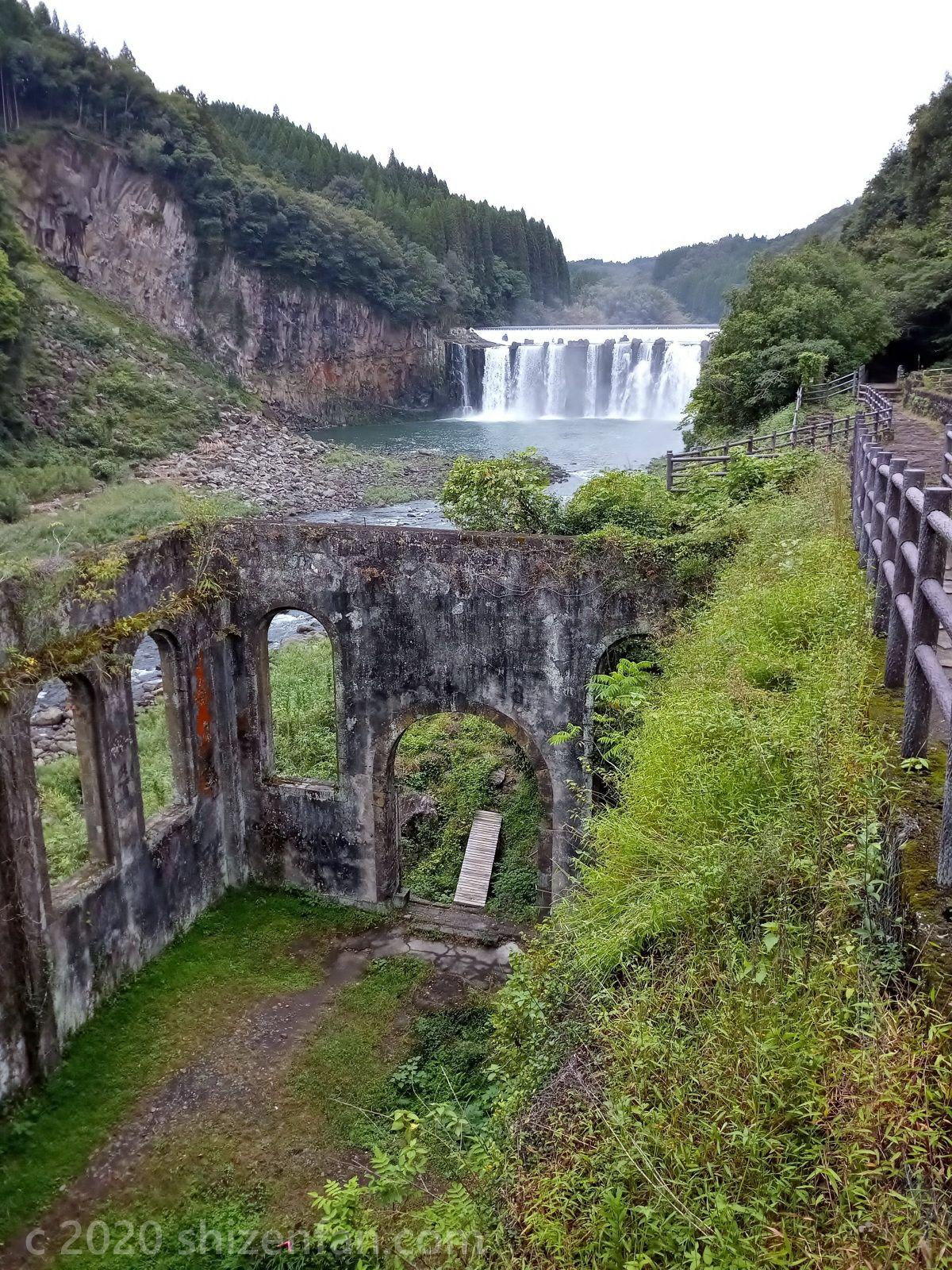 ちんだの滝ふれあい公園内 沈堕発電所跡と沈堕の滝