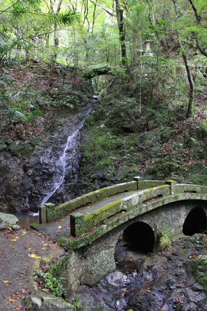 臼杵・白馬渓の石橋と滝