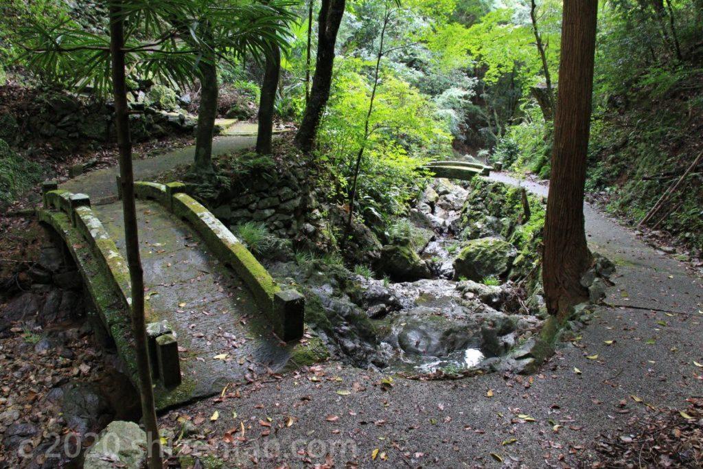 臼杵・白馬渓の遊歩道と石橋
