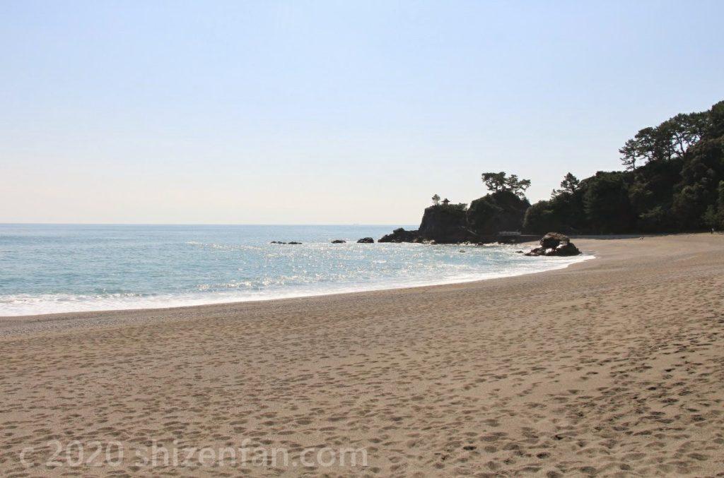 日中の桂浜