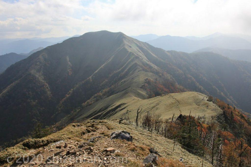 四国剣山・山頂から続く尾根