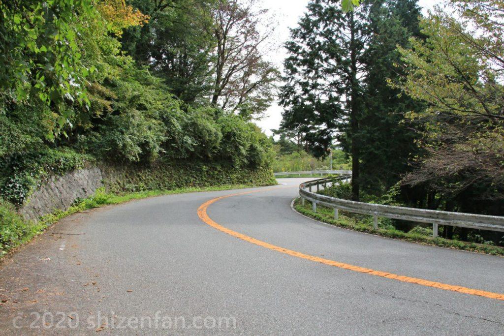 六甲山への明石神戸宝塚線の曲がりくねった道